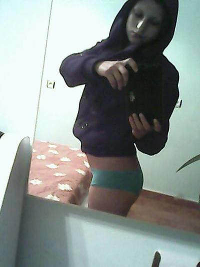 Isela from Wessington, South Dakota is looking for adult webcam chat